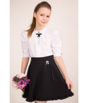 Блуза с пышным рукавом, декоративным бантиком и стразами р128