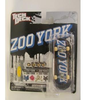 Скейтборд для пальцев рук фингер Tech Deck Zoo York на черном фоне